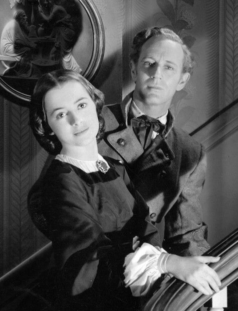 "Leslie Howard and Olivia de Havilland in ""Gone With the Wind"""