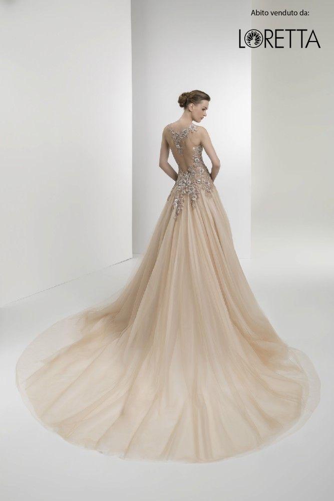 Collezione 2017 | Vestito da sposa beige con ampio strascico #sposa #wedding #weddingdress #matrimonio