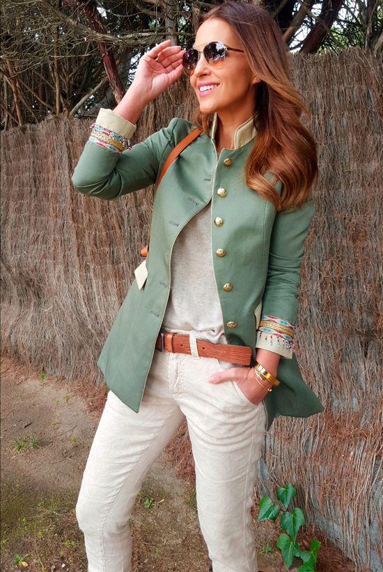 Hoy traigo un look en tonos neutros donde el color predominante es el beige para dejar más importancia al color de la chaqueta que aunque empasta a la perfección con el resto del look si consigue destacar. La chaqueta es de THE EXTREME COLLECTION, en un kakhi clarito, con apliques étnicos en puños de las […]