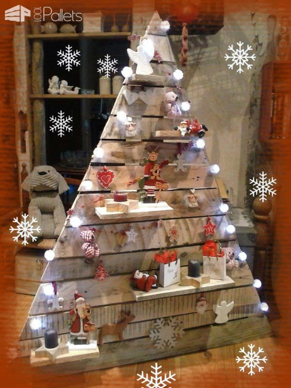 Best 25 pallet christmas ideas on pinterest christmas for What to make out of those old wood pallets