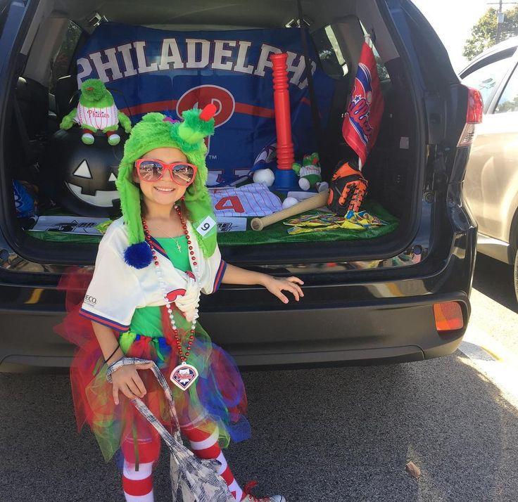 #trunkortreat #halloween17 #phillies #baseball #phillyphanatic #jadecam #superfan @philliephanatic