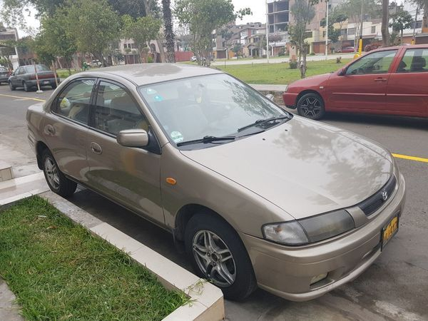 Auto Mazda 323 timón original, full equipo , caja mecánica motor 1600, lunas espejos electriços,aros y llantas nuevas, aire acondicionado. Todo ok. Solo uso particular. Precio negociable. Llamar al 955271531