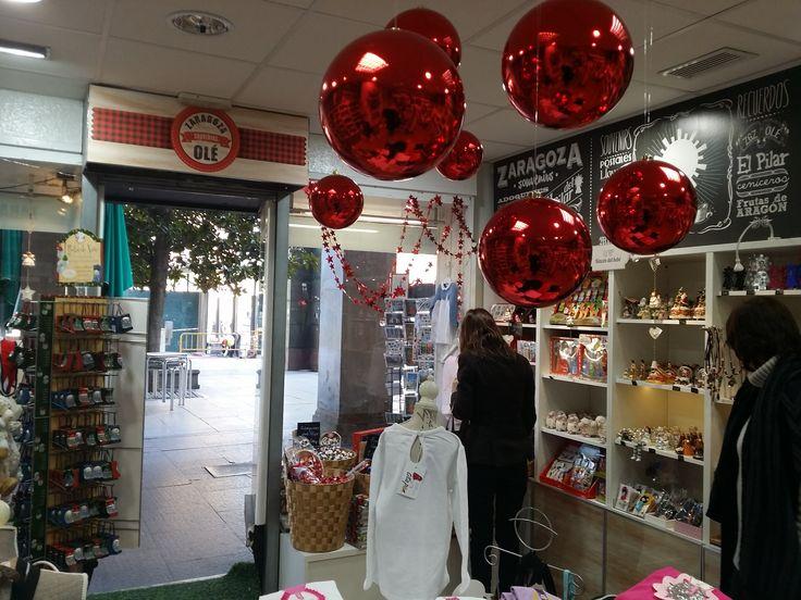Nuestra tienda decorada de Navidad.