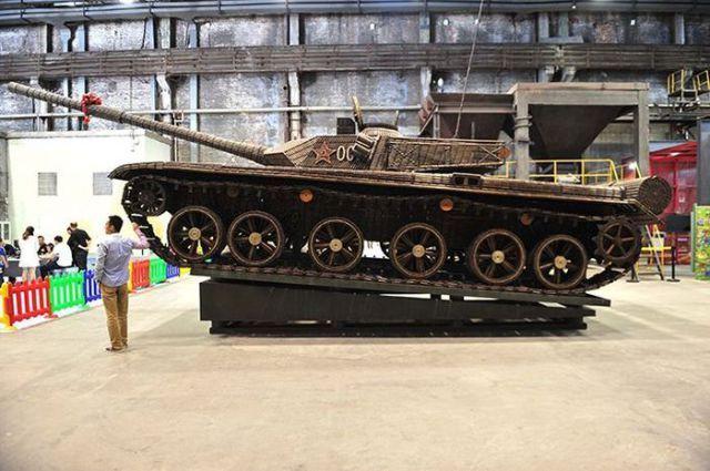 Um incrível tanque de guerra chinês feito com cartuchos vazios