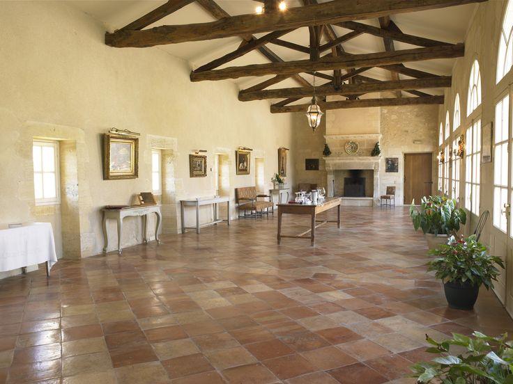 Venez découvrir la salle de dégustation du Château Grand Mayne, en réservant votre visite sur Wine Tour Booking