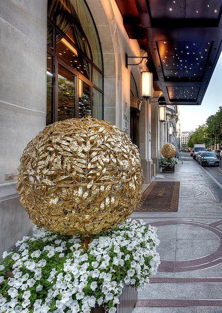 Prince de Galles Hotel | Hotel Interior Designs http://hotelinteriordesigns.eu/spectacular-appartement-parisien-in-prince-de-galles/ #best #luxury #hotel #suite #interior #design