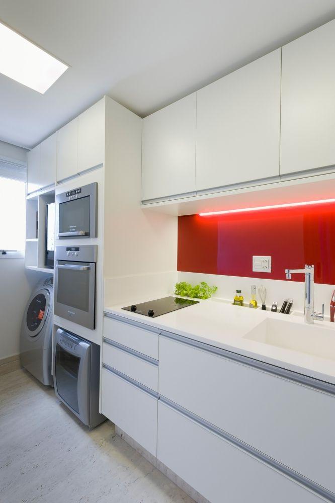 Cozinhas tipo corredor, integrada com área de serviço