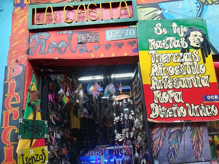 Ven y conoce las calles de Bogotá, Colombia. Visita: www.encontrastelacandelaria.com #EncontrasteLaCandelaria #Bogotá #Colombia #Candelaria