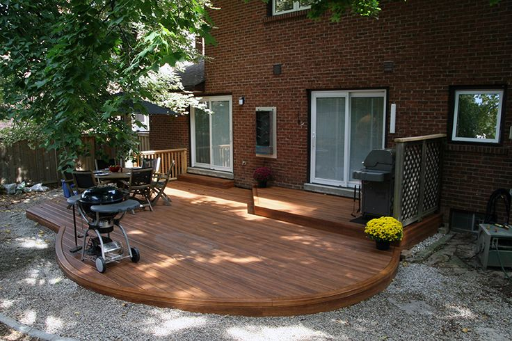 This curved low maintenance deck uses Zuri vinyl decking. It looks real!