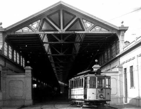 Un tram Edison all'uscita dal deposito di Baggio.