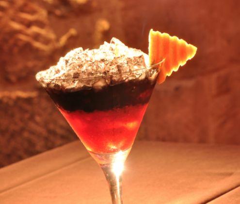 ¿Qué cóctel es? Si no lo sabes y lo quieres averiguar, ven a #DOZEPremiumBar y tómate la primera copa con nosotros!!