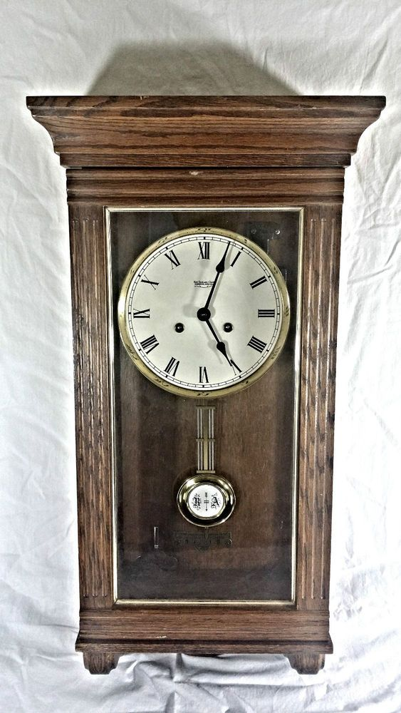 Vintage New England Clock Company Wall Clock Oak Wood Wind