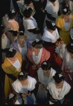 Les 22 meilleures images du tableau les reines d 39 arles sur - Office de tourisme saintes marie de la mer ...