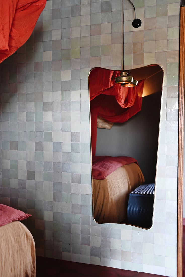 17 beste idee n over spiegel tegels op pinterest wet bars kelder kitchenette en bar kelder - Badkamer muur tegels porcelanosa ...