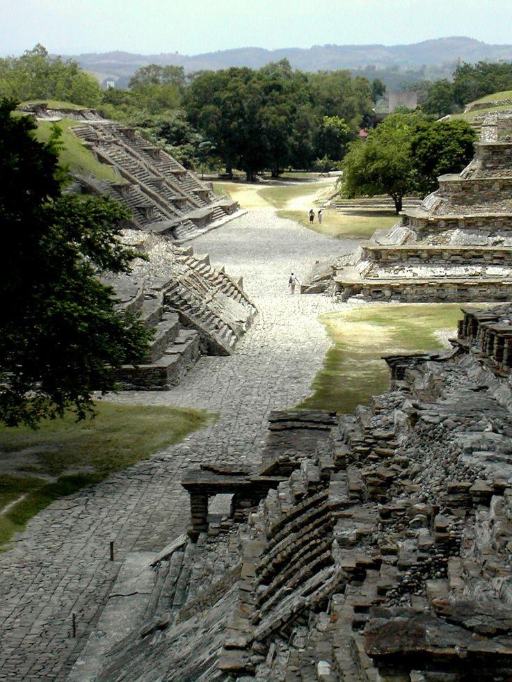 Sitio arqueológico #ElTajin, uno de los más misteriosos y sorprendentes del estado de #Veracruz, en #Mexico.