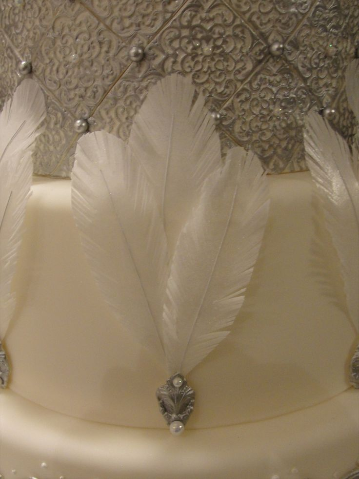 The Fondanista Files: Making edible feathers...Yay!