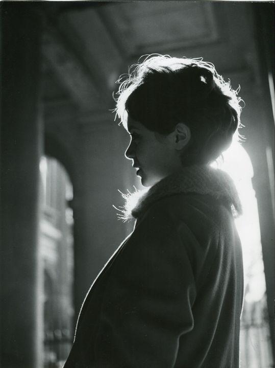 Anni Faigue in profile, 1958. Photo by Robert Doisneau.    so beautiful