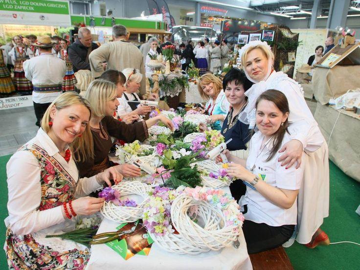 8-10 kwietnia w Kielcach odbędą się VII Międzynarodowe Targi Turystyki Wiejskiej i Agroturystyki. Impreza ukierunkowana jest na promocję produktów związanych z turystyką wiejską i agroturystyką, a także prezentacja ofert urokliwych zakątków z Polski i zagranicy. Więcej informacji na: http://www.nocowanie.pl/viii-miedzynarodowe-targi-turystyki-wiejskiej-i-agroturystyki-agrotravel_1.html