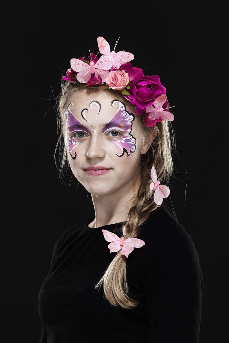 Beautiful Butterfly www.pandurohobby.com Masquerade by Panduro #DIY #face #paint #dressup #dress #facepaint #masquerade #butterfly #paint #flowers #fastelavn