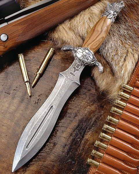 Cuchillos Muela de Lujo, especiales para #cazadores y coleccionistas!  Luxury Muela Knives, special for #hunters and collectors! #Muelaknives #CuchillosMuela #Knives #cuchillos #cuchillosdecaza #luxury #luxuryknives #caza #hunt #hunterknives #hunting #cazaespaña #outdoors #Montería http://misstagram.com/ipost/1571752707286873919/?code=BXP_MKAl7c_