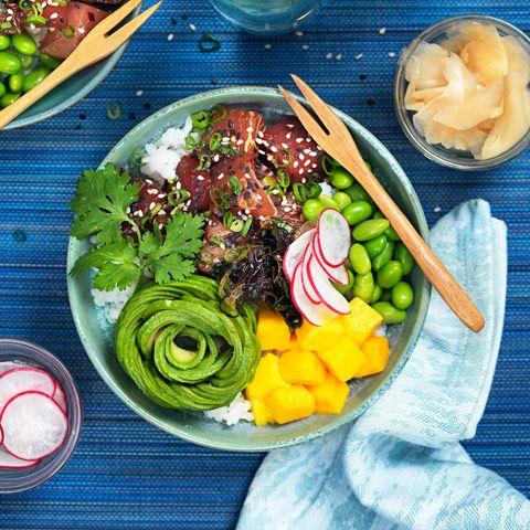 Den nya trendiga maträtten kommer från Hawaii och kallas för poké bowl. Se hur enkelt du kan göra din egen bowl.