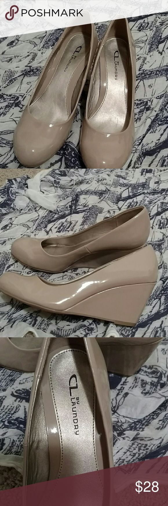 Chinese laundry pumps size 9.5 In almost new condition, there are some minor marks and scuffs and a faint X mark on soles but soles are near perfect. Size 9.5 Chinese Laundry Shoes