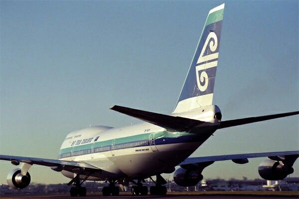 Air New Zealand Boeing 747-419, circa 1990s.