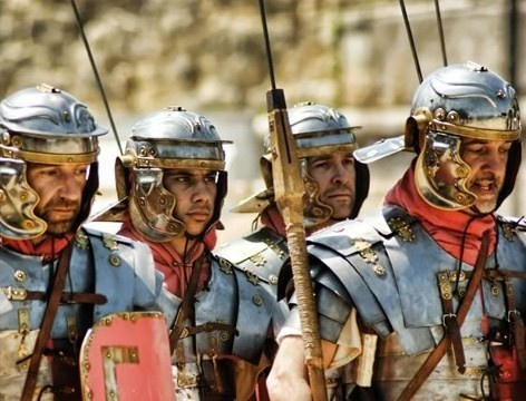 Del 4 al 17 de Mayo se celebra Tarraco Viva, el festival cultural internacional de reconstrucción romana. Una experiencia única en la que descubrir la esencia romana con luchas de gladiadores, comida, recitales, teatro...
