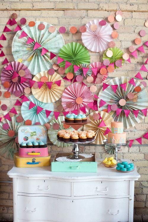Buffet de dessert et décoration en papier pour une déco sur mesure, et bon marché!