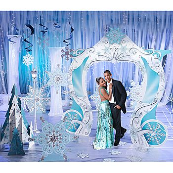 Guests will love the romantic feel of this winter Snowflakes and Fairytales Kit! Each theme kit contains nine fabulous props.