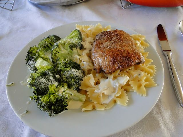 Varkensschnitzel met broccoli met Boursinsaus