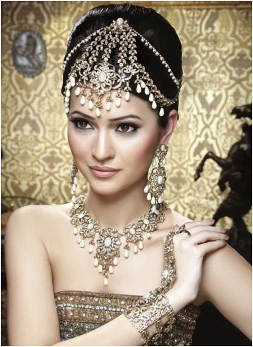 Indian Bridal Maquillage- Soft & Striking!  Posted by Soma Sengupta