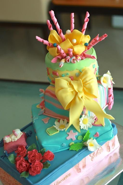 Gift Cake - via @Craftsy