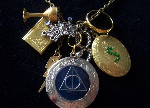 horcrux Harry Potter necklace.