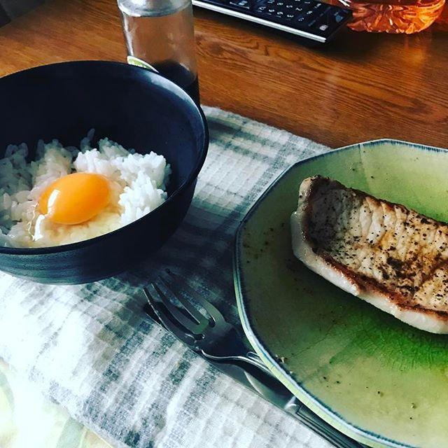 昼飯  #昼飯 #昼ごはん #肉 #卵かけご飯  #豚 #たも飯
