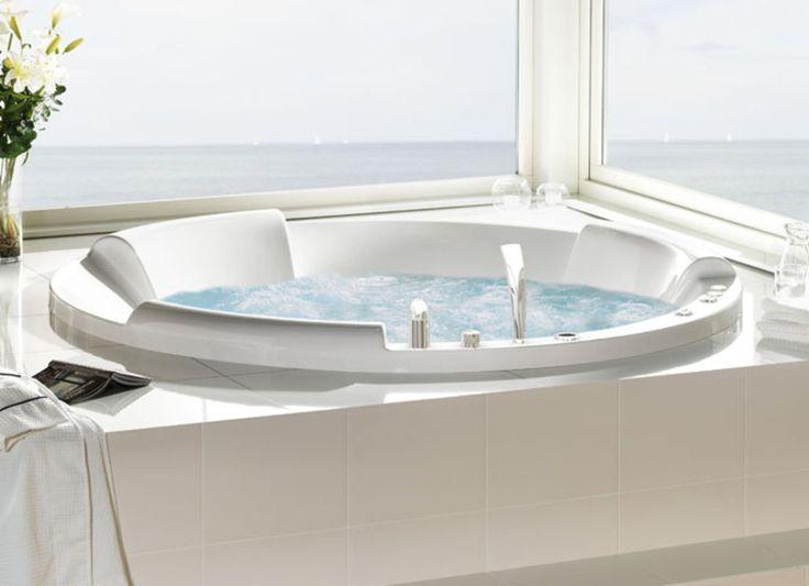 Poreamme kaikilla varusteilla. - Bathtub with heavy equipment!