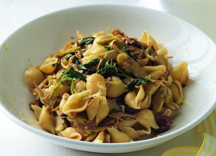 Pasta con carciofi e spinaci