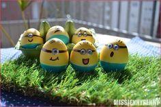 Bello! Bello! Als kleines Kind habe ich es geliebt Ostereier zu bemalen und ich hab es schon Eeeewigkeiten nicht mehr gemacht! Und ehrlich… für Ostern ist man niemals zu alt! Aber vielleicht …