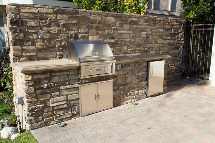 Fully equipped #barbecue with counter and fridge. What's your favorite barbecue food? #bbq #patio #patioideas #patiodecor #patiodesign
