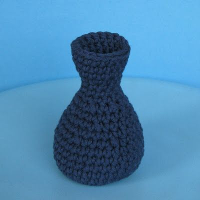 free crochet patterns: crochet vase - crafts ideas - crafts for kids