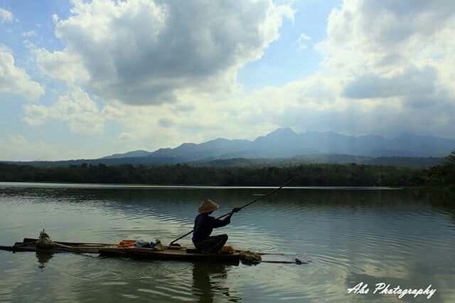 Nelayan waduk gembong