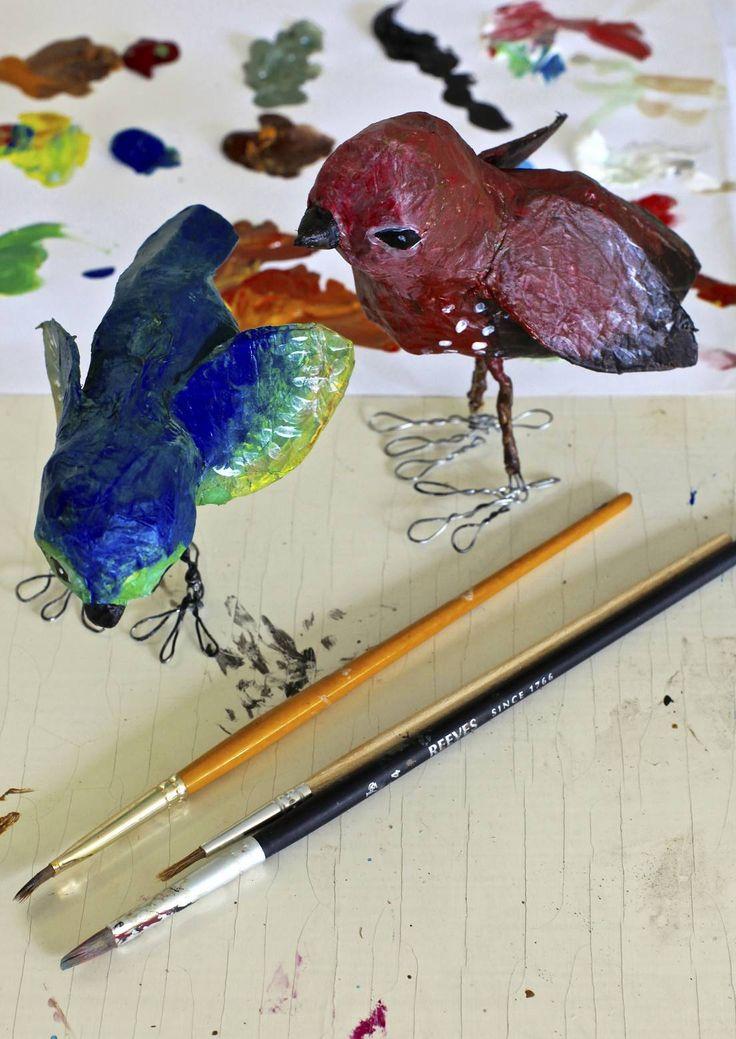 Kevyet ja värikkäät paperilinnut tuovat kesän kotiin koko vuodeksi. Tekniikka on niin helppo, että voit ottaa myös lapset mukaan askarteluun. Katso Unelmien Talo