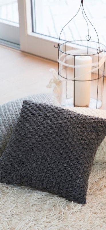 die besten 25 gestrickte kissen ideen nur auf pinterest. Black Bedroom Furniture Sets. Home Design Ideas