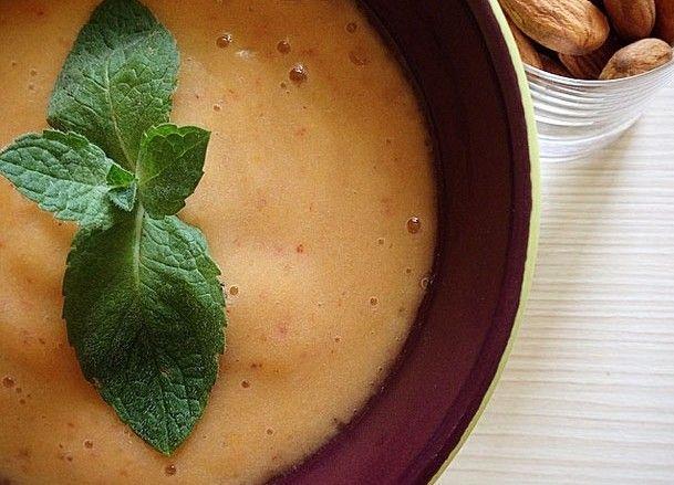 Рецепт вкуснейшего персиково-бананового смузи, который может стать как отличным завтраком, так и сытным перекусом. Смузи прост в приготовлении. Отлично сочетается с орешками.  Подробный рецепт здесь: http://ecofit.club/persikovo-bananovyi-smoothie/ #healthefood #food #smoothie #рецептыecofitclub