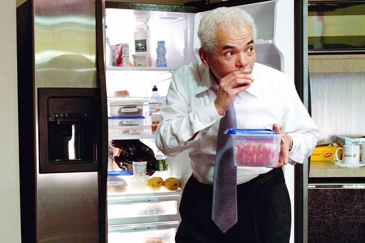 Ingat kulkas kantor bukan hanya untuk kamu saja, semua karyawan berhak menggunakannya. Jadi jangan asal ketika menggunakannya ya... #kantor