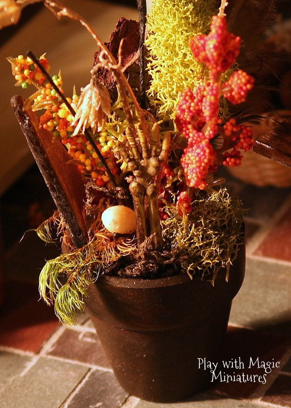 Play with Magic Miniatures - Dead potted arrangement with skeleton