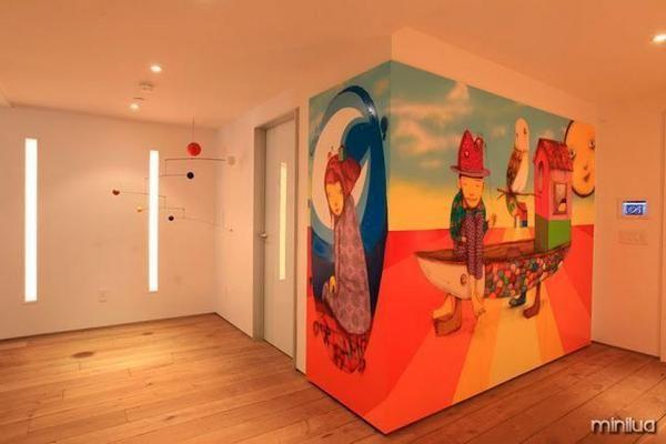 Para quem adora inovar na hora de decorar a casa, introduzir grafites à decoração é uma ótima ideia. Aquela parede branca e sem vida vai trazer muita arte e alegria ao seu cômodo.