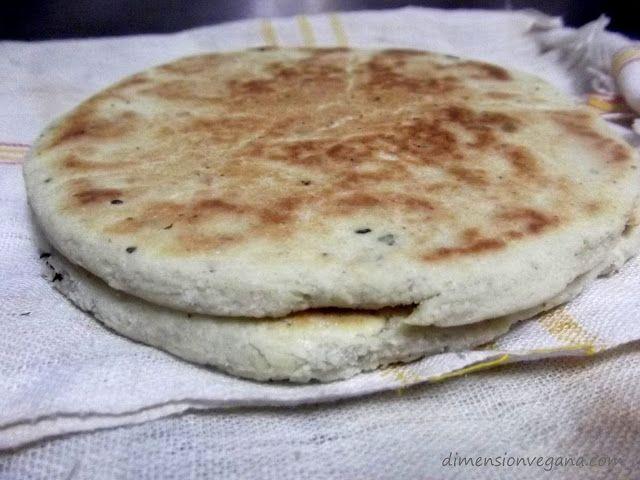 [Gastronomía Argelina] Pan Kesra y ensaladas especiales   La Dimensión Vegana (intentarlo con sémola de maíz)
