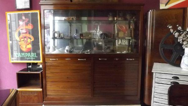 Armadio da ufficio con serrandine in mogano - La Bottega d'Arte Minerva dal 1943 è al servizio della clientela, con grande esperienza nel restauro del mobile antico. Un'ampia collezione di manifesti [...]