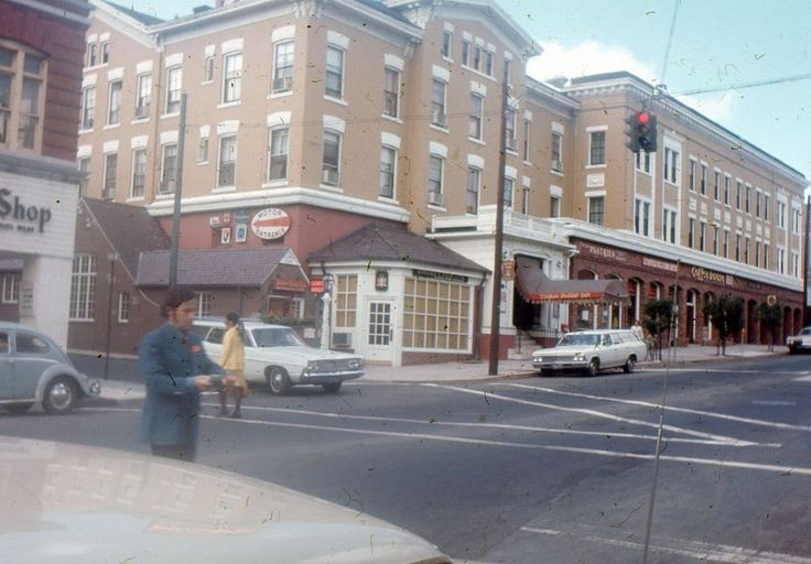 35mm Slide Yankee Pedlar Inn 1970s Torrington Connecticut Street Scene